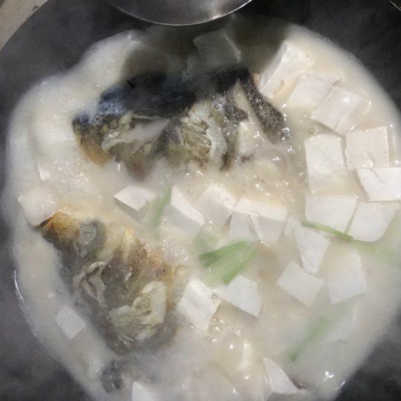 清淡的鱼头豆腐汤