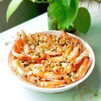 营养丰富的蒜蓉粉丝蒸虾