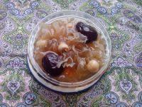 养生的红枣莲子银耳汤
