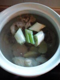 鲜香的牛尾汤