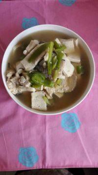 家常菜豆腐炖鱼头