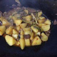 健康美食之牛肉烧土豆
