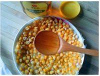 爽滑的黄金玉米烙