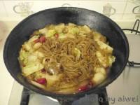 美味的猪肉白菜炖粉条