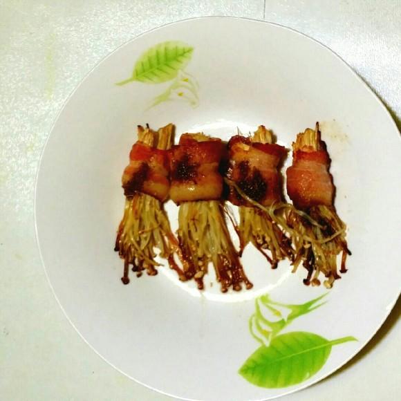 好吃的培根金针菇卷