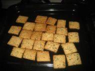 自己做的黑芝麻咸香饼干
