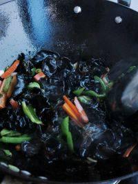 家常菜炝炒野生黑木耳