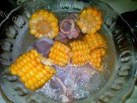 美味的玉米大骨汤
