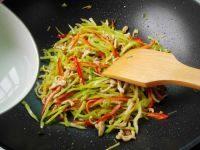 家常菜尖椒炒肉丝
