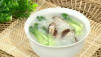 美味的香菇青菜粥
