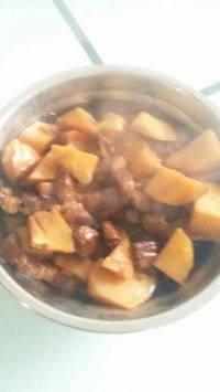 家常菜红烧肉炖土豆
