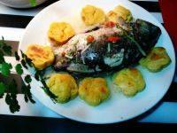 易做的铁锅炖鱼贴饼子