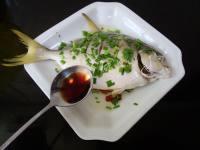 美味的清蒸金鲳鱼
