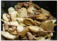 香飘的茭白炒肉片