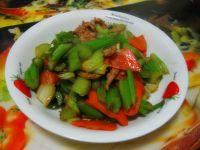 家常菜西芹炒肉