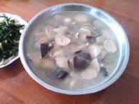 滋补的香菇肉丸汤