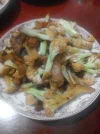 家常菜花菜炒肉