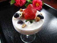 秀色可餐的酸奶水果杯