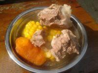美味的玉米胡萝卜炖排骨