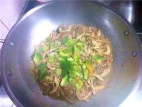 家常菜肉炒平菇