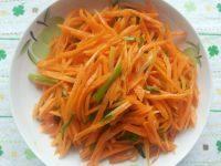 色泽鲜亮的清炒胡萝卜