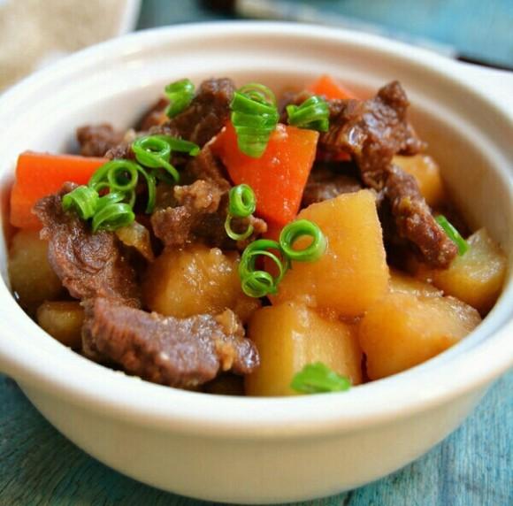 鲜美可口的牛肉炖土豆