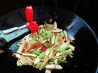 色味俱佳的芹菜炒豆干