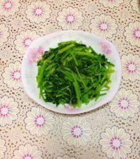 香脆的炒芹菜