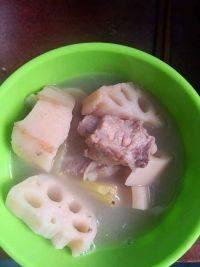 简单的莲藕排骨汤