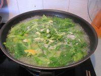 美味的咸蛋芥菜汤