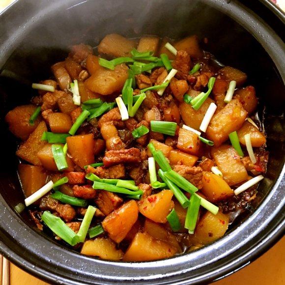 诱人的土豆烧肉