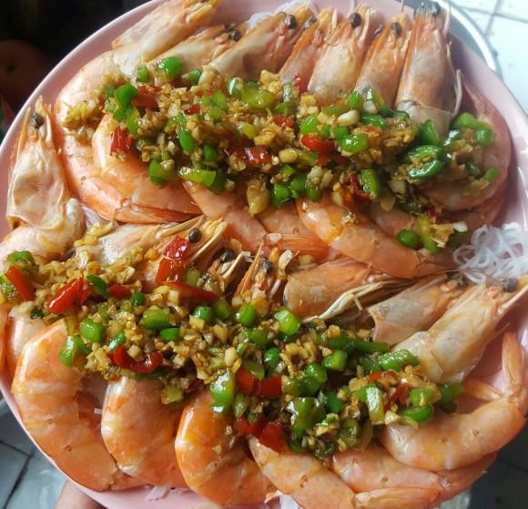 回味无穷的蒜蓉粉丝蒸虾