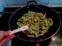 简单易做的五花肉炖豆角