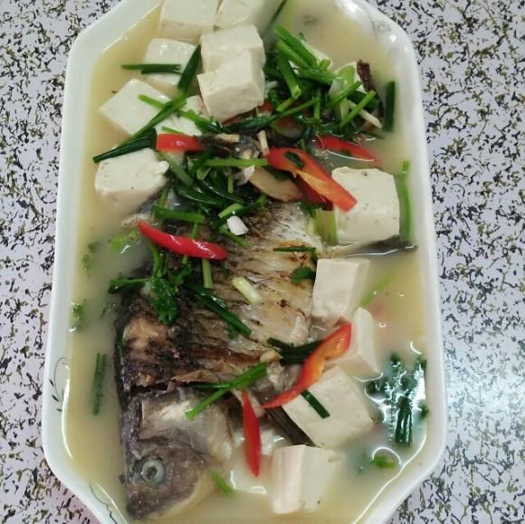 独特的鲫鱼豆腐汤