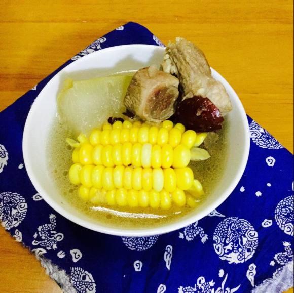 美味的冬瓜排骨汤