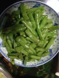 色泽鲜亮的清炒四季豆