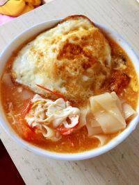自己做的西红柿鸡蛋面片汤