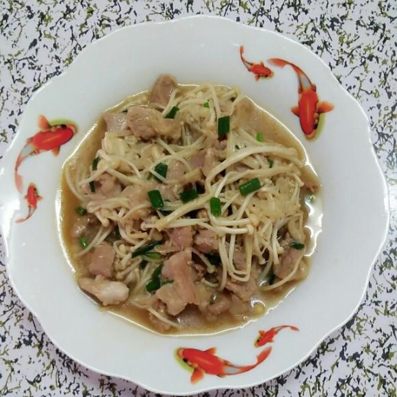 可口的金针菇炒肉