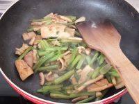 营养丰富的芹菜炒鱿鱼