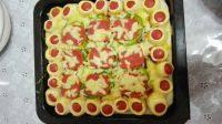 美味的火腿蔬菜披萨