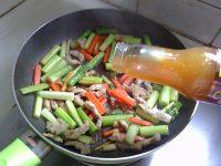 家常菜芦笋炒肉丝
