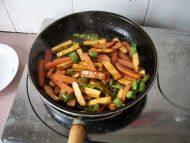 家常菜辣椒炒豆干