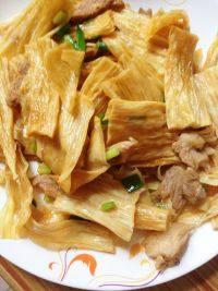 家常的腐竹炒肉