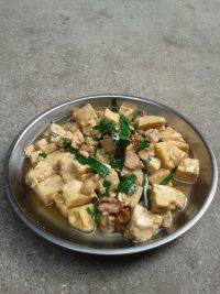 营养丰富的蒜苗炒豆腐
