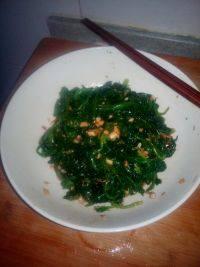清脆的凉拌菠菜