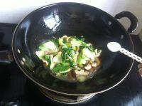 喷香的香菇炒油菜