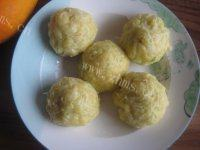 自己做的玉米面菜团子