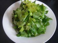 易做的凉拌芹菜叶