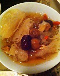 美味的银耳百合汤