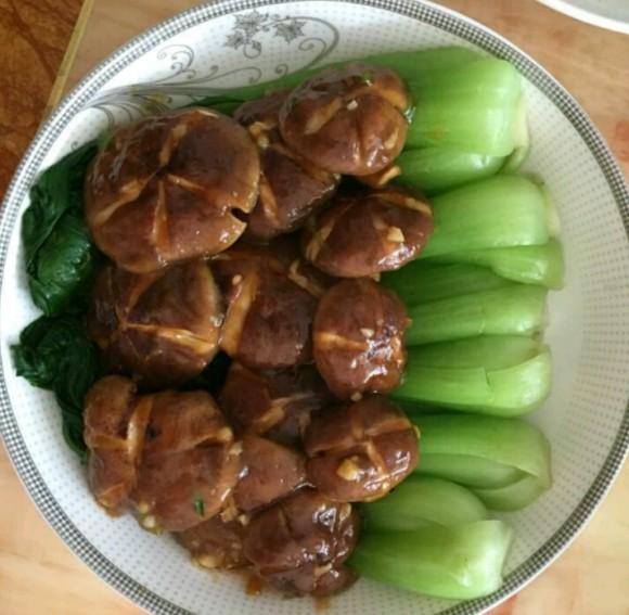 香喷喷的香菇油菜